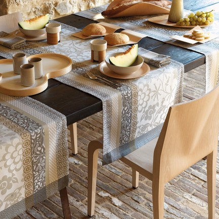 Provence beige runner 22 x 59 in gracious style for Chemin de table etoile