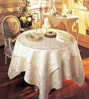 Triomphe Tablecloth and Napkins &#124; Gracious Style